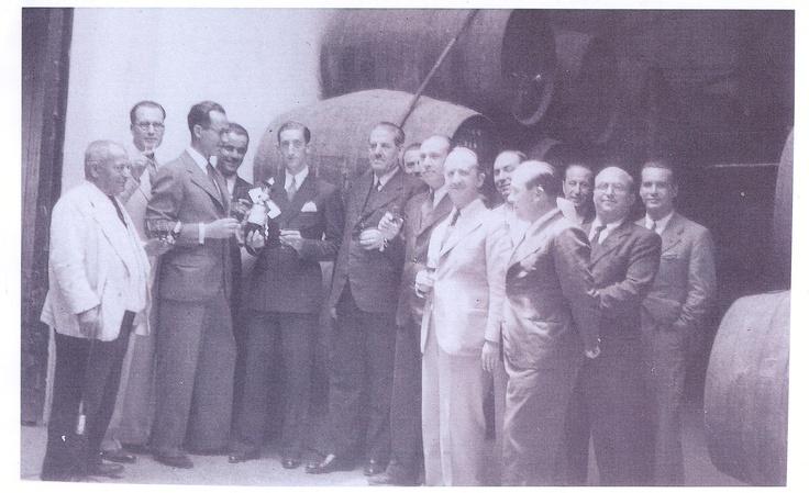 Manolete recibiendo el Tio Pepe de Oro. Junio de 1939.