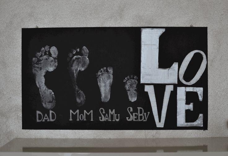 quadro con le impronte dei piedi della famiglia