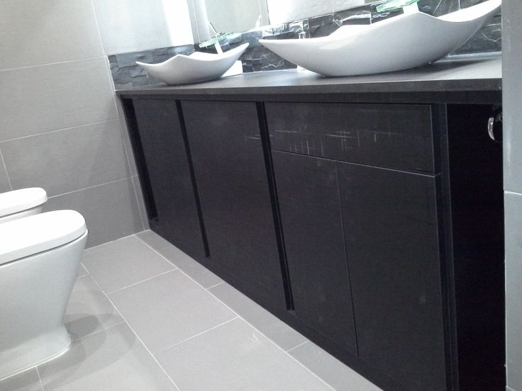 Mueble de ba o en formica negro a medida muebles de ba o for Muebles de bano negro