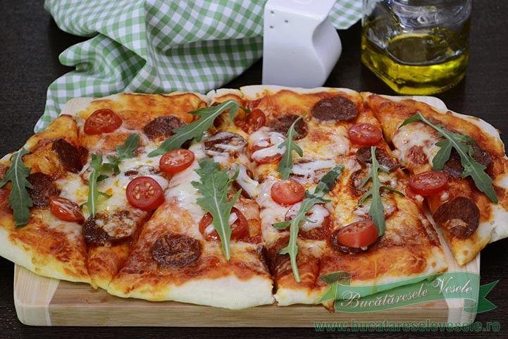 Pizza cu chorizo si mozzarella .Pizza de casa cu chorizo si mozzarella.Cum se…