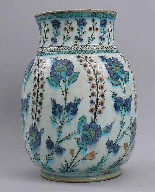 Jar  16th–17th century Geography: Turkey, Iznik Medium: Stonepaste; underglaze painted