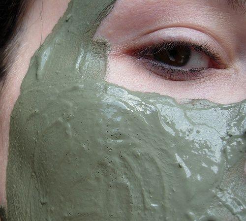 Masque à l'argile et à l'eau de concombre.