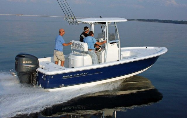 Bay Boats need to strike a balance between draft, seaworthiness, and size, and even though the Sea Hunt BX 24 BR is at the far end of the size spectrum, it does just that.