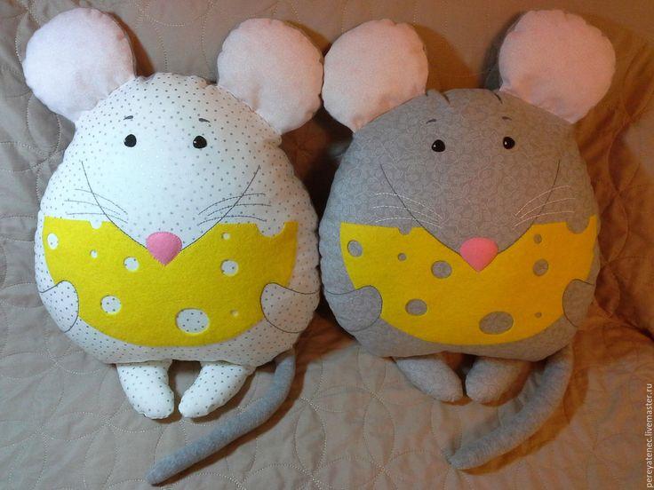 Купить Подушка-игрушка Довольный Мышь. - мягкая игрушка, подушка декоративная, подушка игрушка, подарок