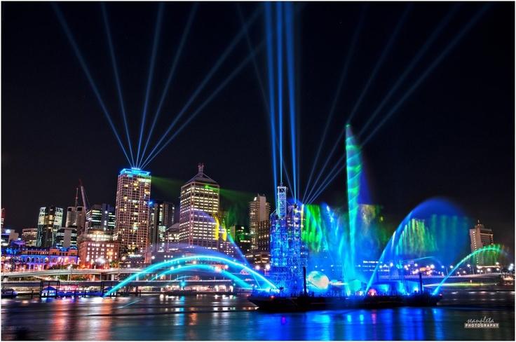 Riverfire once again in Brisbane - just wonderful, this beautiful pic is by Sean Jane Pleta.