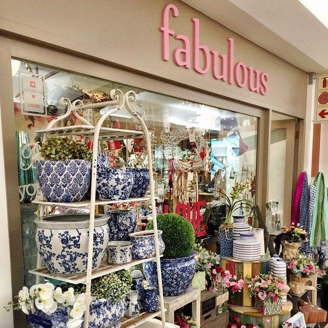 """Fabulous Saturday's at our #cavendish square store. #capetownflorist #fabulousflowers #instagood #instalove #instadaily #florist #flowershop #floraldesign…"""