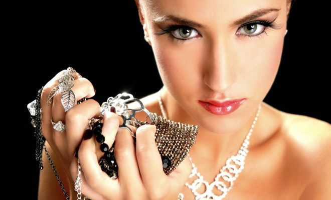 Tips Rawat Perhiasan Perak Tetap Berkilau