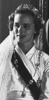 "Queen Anne of Romania, nee Princess of Bourbon-Parma married Michael I of Romania; grandson of Marie of Romania.  The tiara originated with Grand Duchess Victoria Melita of Russian, sister of Queen Marie of Romania. The Greek Mender tiara is a Romanov ""hand me down"". It was presented as a gift to Victoria upon her marriage to Grand Duke Kirill of Russia. It was the Grand Duke of Russia who gave her this meander tiara of diamonds and platinum. Marie bought the tiara from her sister."