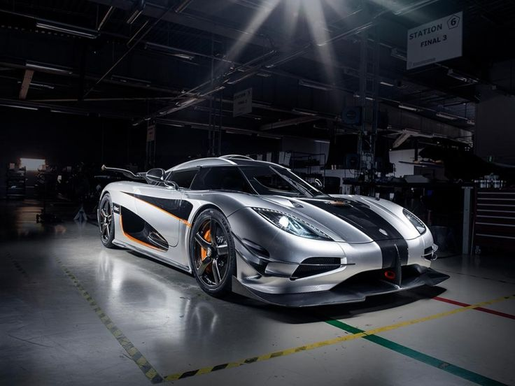 The Koenigsegg One:1 just set a new world record on the test track in Ängelholm, Sweden and smashed the old...