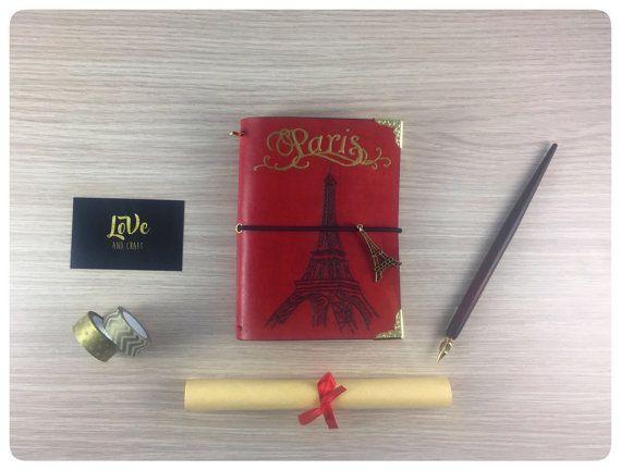 "Traveler's Notebook ""LoVeDori"" versione Color - tema Parigi - Tutti i formati disponibili - vera pelle toscana - colore Rosso - charm Parigi"
