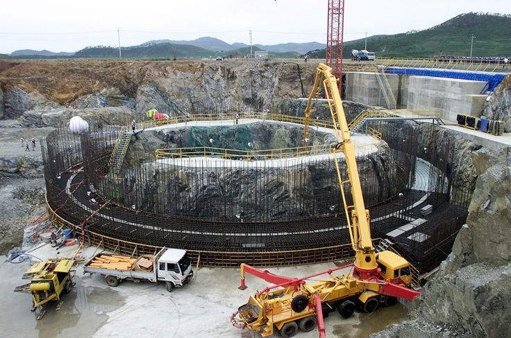 Workers construct a new nuclear reactor in the North Korean village ofKumho in this file photo taken August 7, 2002. The United States urgedNorth Korea December 21, 2002 not to restart a nuclear reactorsuspected of being used to make weapons-grade plutonium. TheInternational Atomic Energy Agency (IAEA) said that North Korea haddisabled surveillance devices the agency had placed at thefive-megawatt Nyongbyong reactor. REUTERS/Lee Jae-won/File PhotoLJW/RCS/AA via @AOL_Lifestyle Read more…