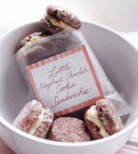 SWEETS - Little Hazelnut-Chocolate Cookie Sandwiches: Gift, Cookie Sandwiches, Paper Bags, Sandwiches Cookies, Chocolates Sandwiches, Sandwiches Recipes, Hazelnut Chocolates Cookies, Cookies Sandwiches, Sandwich Cookies