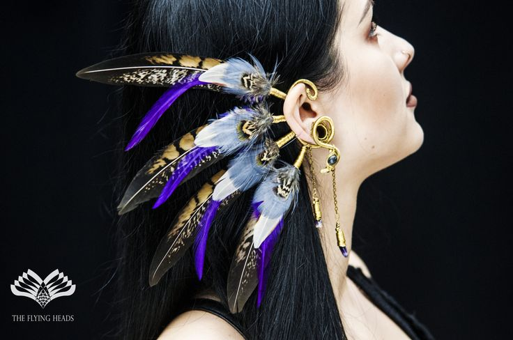 *** The Flying Heads Purple Feather Earcuff *** Purple feathers highlight our latest earcuff creation. Nefisa's wire-work turns this piece to a truly unique jewelry that can be a special addition to your festival outfit but as well to your daily street-look!