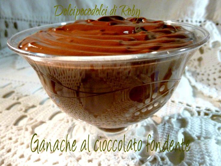 Ganache al cioccolato fondente, veloce e gustosa sia per guarnire torte sia come dolce al cucchiaio . Una copertura per torta irresistibile!  QUI la Ricetta http://blog.giallozafferano.it/dolcipocodolci/ganache-al-cioccolato-fondente/