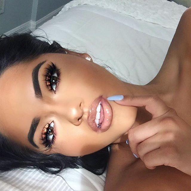 "Lashes: @shopvioletvoss ""Eye da hoe""  Brows: Dip Brow @anastasiabeverlyhills in Dark Brown #anastasiabeverlyhills #anastasiabrows  Glitter: @nyxcosmetics  Glow: @artistcouture ""illumanti"" code: KARLAJAY  off ! Lips: AQUARIUS @rinconcosmetics LINK MY BIO !"