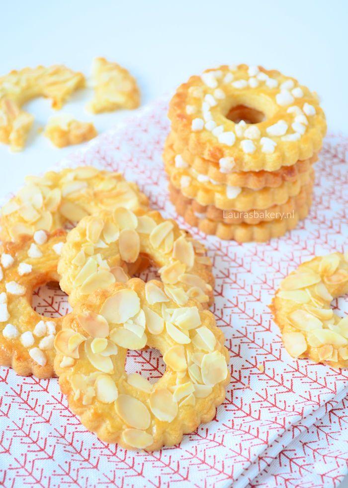 christmas wreath cookies - Roomboter kerstkransjes - Laura's Bakery