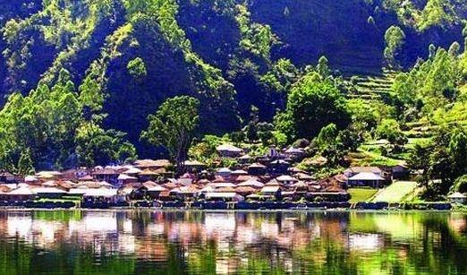 Keindahan desa trunyan dari danau batur bali