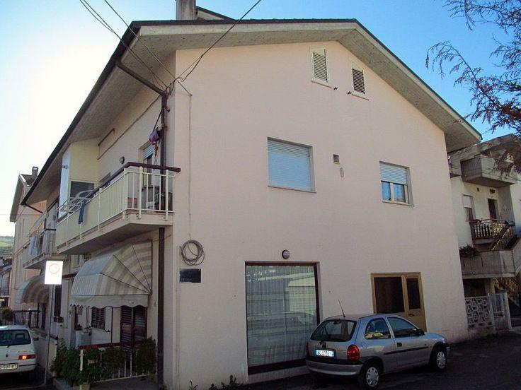 http://www.immobiliarepineto.it/appartamenti-trilocali-3-locali-/pineto-borgo-s-maria-trilocale-in-piccola-palazzina.html