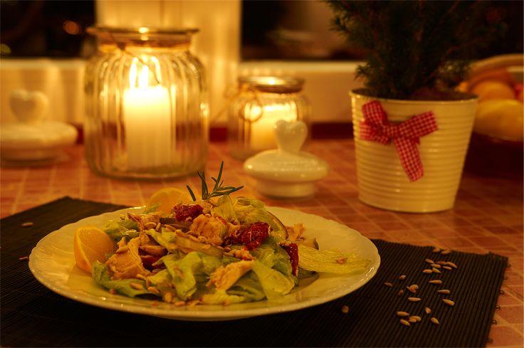 Sałatka kolacyjna z tuńczykiem i suszonymi pomidorami