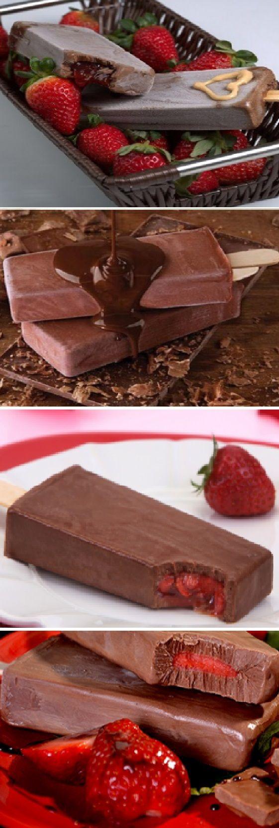Deliciosas paletas heladas de chocolate con fresas