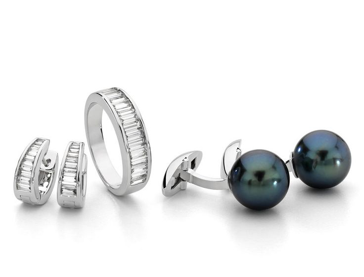 Tahitian pearl, 18K white gold cufflinks (pictured on the right)