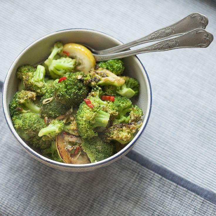 Gegrilde broccoli met chili en knoflook