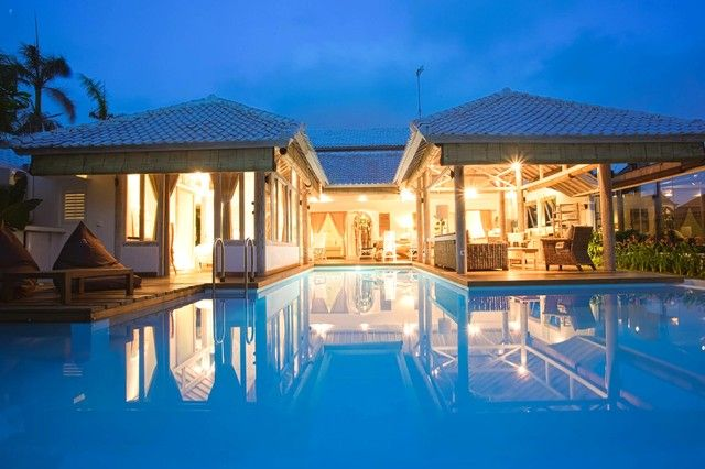 Coco White Holiday Rental Villa Seminyak