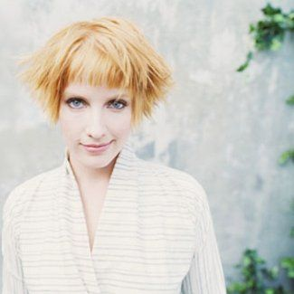Leigh Nash; sixpence none the richer. great band. LOVE HER HAIR