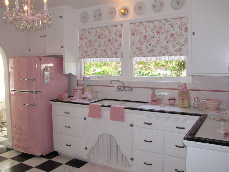 Retro pink kitchen. WANT!!!!                                                                                                                                                                                 Mais