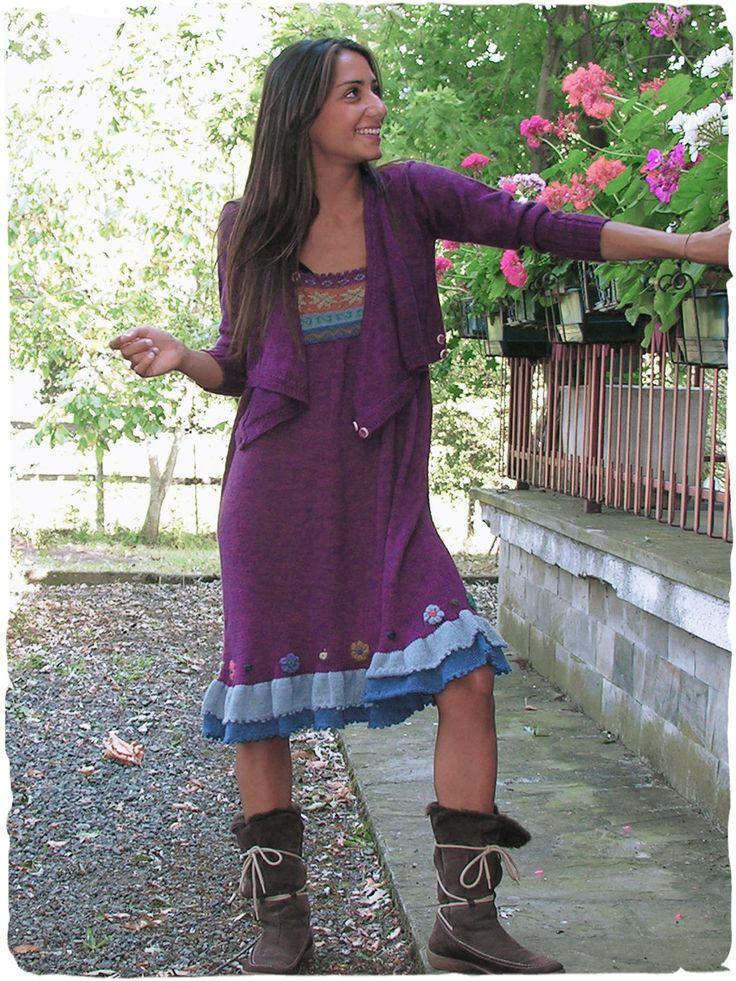 Vestito stile country in lana d'alpaca #Vestito in #lana con #spallini allungabili, due #balze al fondo in combinazione di #colori. #Disegno #etnico con #ricamo #floreale. Rifinito all' #uncinetto.  www.lamamita.it/store/abbigliamento-invernale/2/saldi-invernali-donna/vestito-etnico-americano#sthash.MtNcDKL3.dpuf