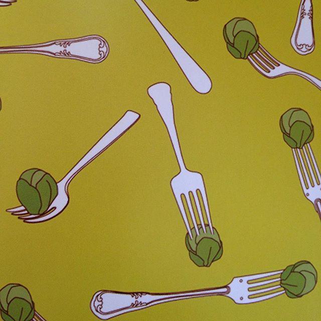 #wearefamilydesign#lauracoley#wearefamily#postcard#postcards#postkarte#sprouts#rosenkohl#art#kunst#illustration#zeichnung#pattern#muster#green#grün#gabel#design#paper#paperart#paperwork#grafikdesign#grafik#gallery#galleryart#grafic#fork#besteck#cutlery