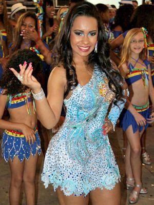 Carnaval   Especial com looks, modelos de abadás, penteados e maquiagem