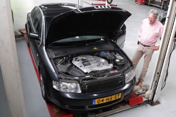 We zijn inmiddels wel wat gewend bij Klokje Rond, maar van een Audi met bijna 900.000 kilometer op de teller kijken zelfs wij op. Eigenaar John van Leeuwen weigert afstand te doen van zijn trouwe Audi en wil door tot het miljoen. Vandaag oordeelt Joep of de auto dat gaat halen...