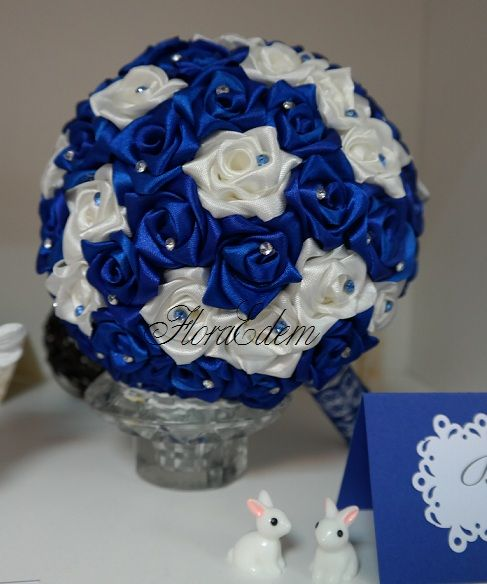 Букет невесты из атласных лент в сине - белой цветовой гамме. Купить данный букет невесты можно в Нарве. Доставка по всей Эстонии Информация: + 372 53 815 356