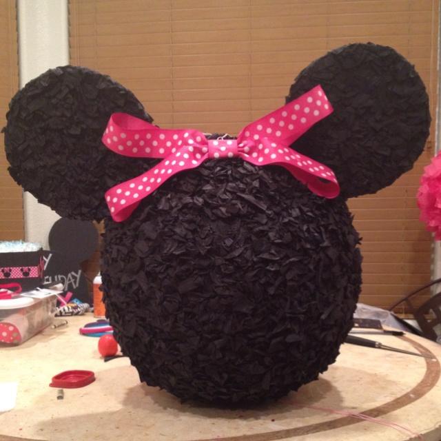 Minnie mouse piñata | party ideas | Pinterest