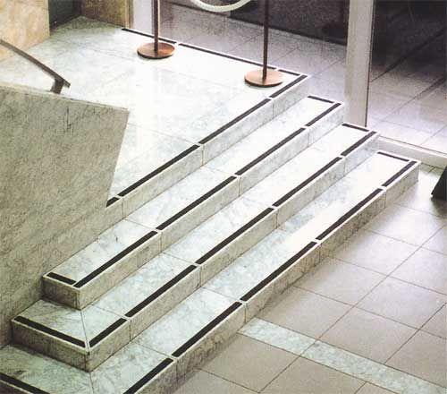 屋外滑り止めテープ平面用エキストラの   物干しの通販、階段や玄関の ... 滑り止めテープ屋外タイル階段使用イメージ ...