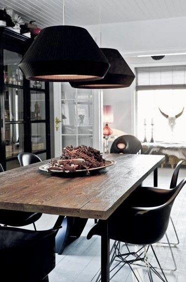 Un mix de rustique et de design - toujours l'élégance du noir #rustic #design #dining+room