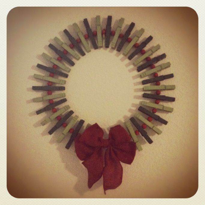 1000 images about craft clothes pin wreath on pinterest for Close pin crafts