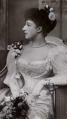 Queen Maude of Norway, born Princess Maude of Wales, married her first cousin, who became King of Norway.  Their son also married a first cousin.