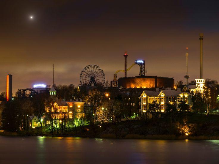 Helsinki by Night by Aleksi Lausti on 500px