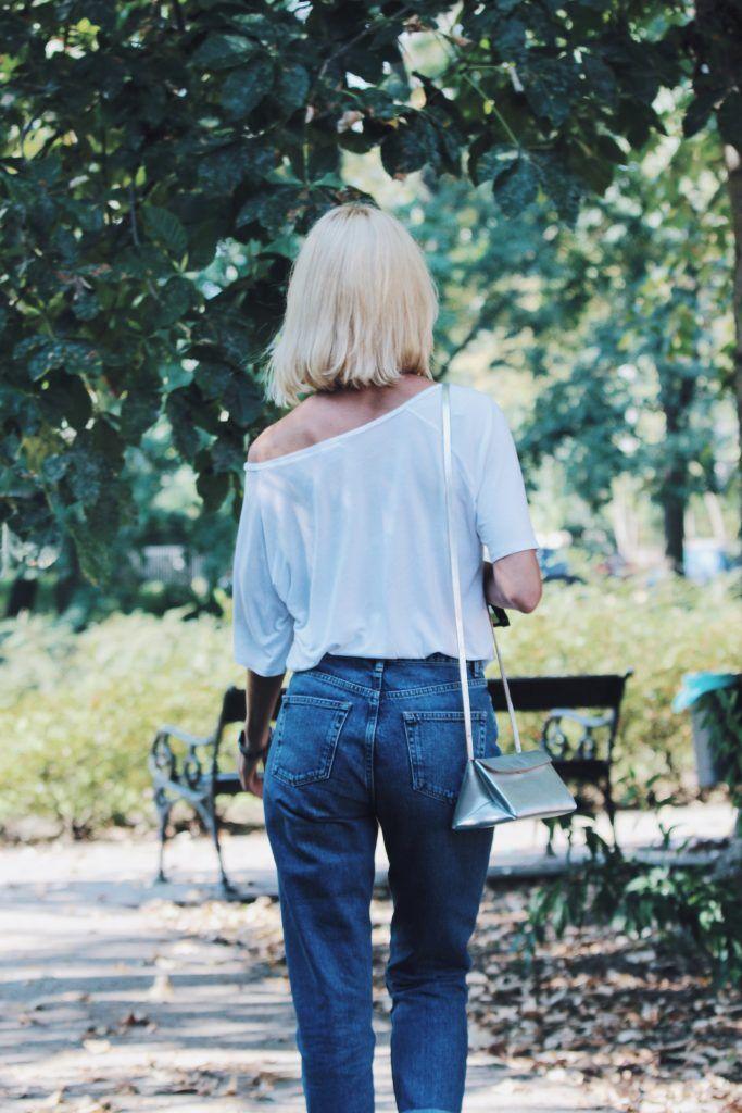 Trendy- mom jeans, botki na słupku i metaliczne dodatki - cosmicflower.pl