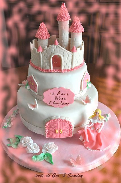 The castle of the Princess Aurora Cake