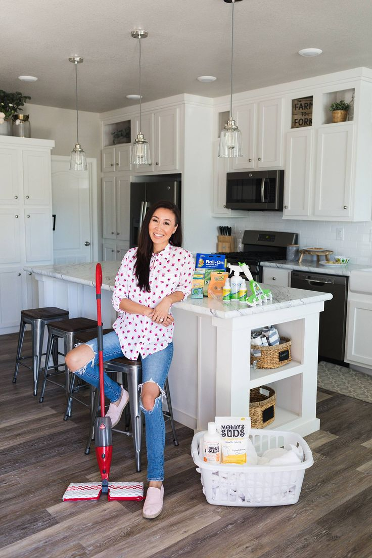 Time to entertain, is your home ready for all the guests? Check out these products by The Duck Brand, Scrub Daddy, Molly's Suds, O-Cedar, PowerOE, + Grout Gator - so many effective solutions to get your home clean, comfortable and ready this entertaining season. P#FallCleaningBBoxx #sp