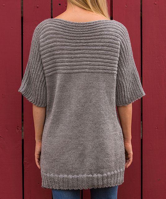 Dejlig, stor, vamset sweater, også til store piger. Den er her strikket i akryl, men andet (fx uld/bomuld) kan bruges. Pinde 5. Læs mere ...