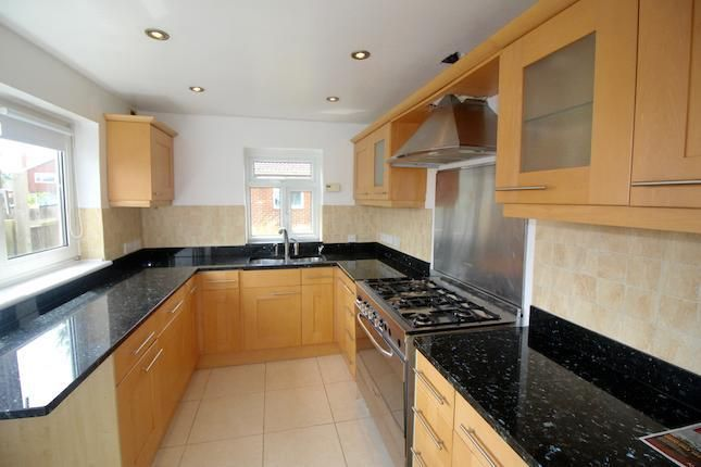 3 bed detached house to rent in Burroway Road, Langley SL3 -              £1,500 pcm