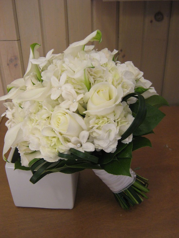 calla lilies, roses, hydrangea, and stephanotis