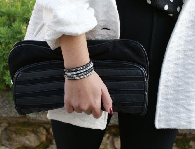 pulsera de cristales blanca y negra