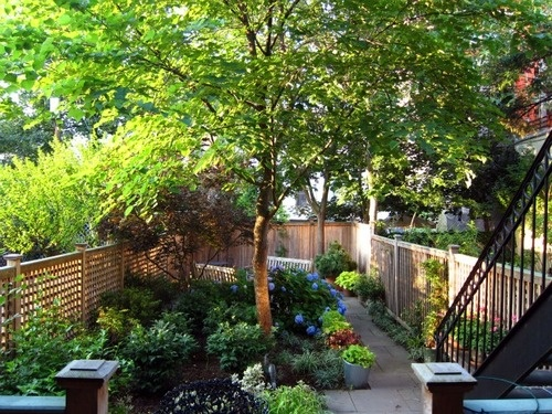 90 best images about brownstone garden on pinterest for Apartment yard design