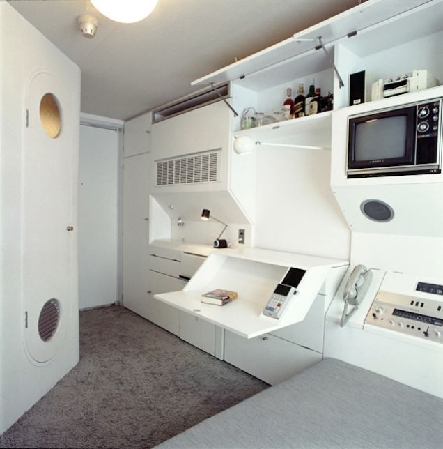Scifi Remodel: People Who Have Converted Their Homes into Imaginary Worlds: The Pod