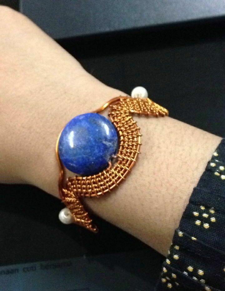 gelang kawat tembaga dengan batu lapis lazuli